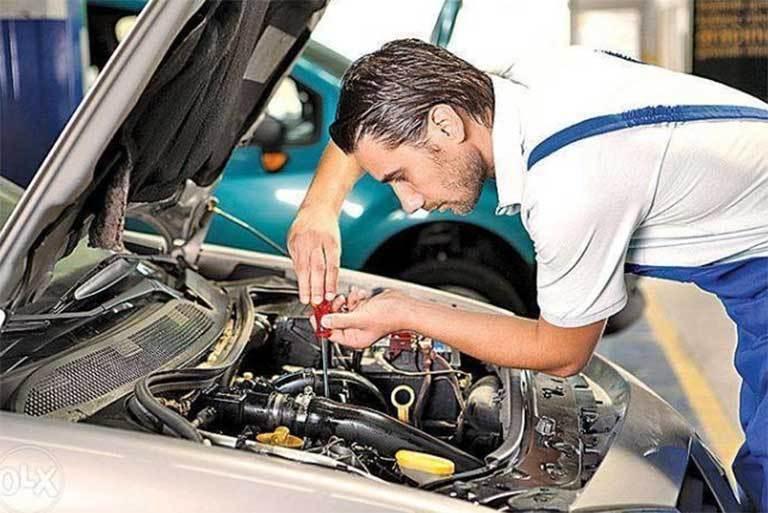 Kiểm tra khoang máy ô tô cũ có bị vấn đề gì không?