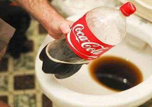 dùng coca là cách thông cống bị tắc