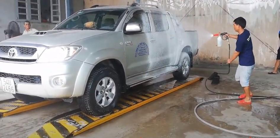 Giá rửa xe ô tô hiện nay tại Việt Nam là bao nhiêu tiền?