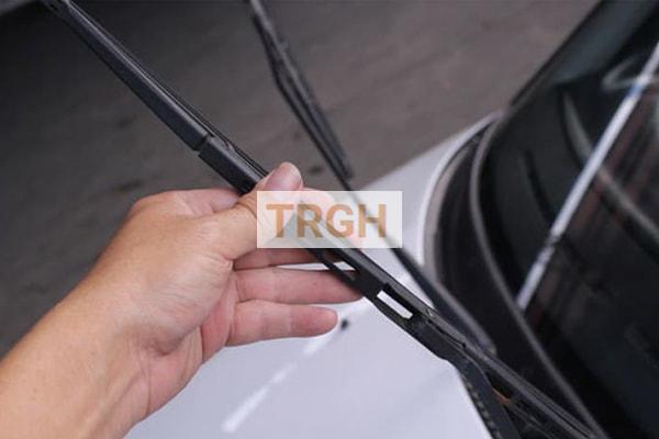Sửa chữa xe hơi cơ bản nên biết thay cần gạt nước